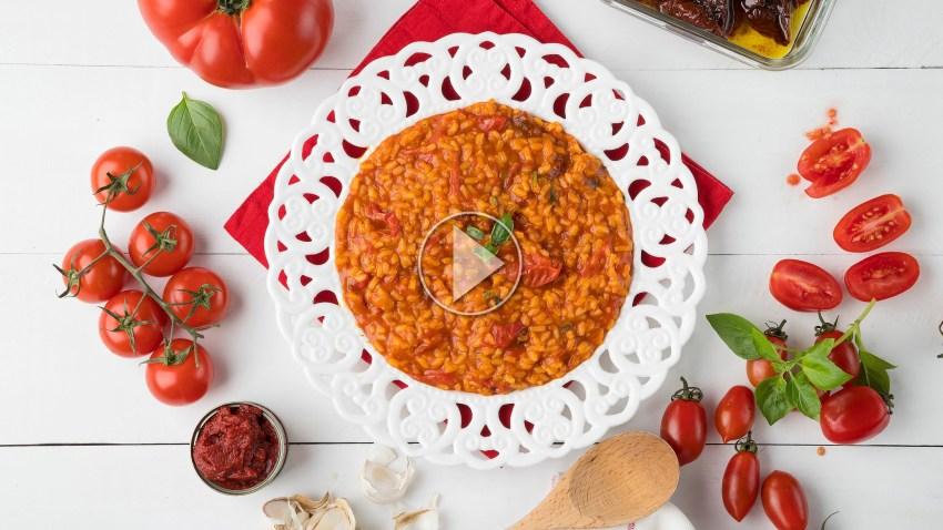 Μοντέρνο ντοματόρυζο με 4 ντομάτες  (VIDEO)