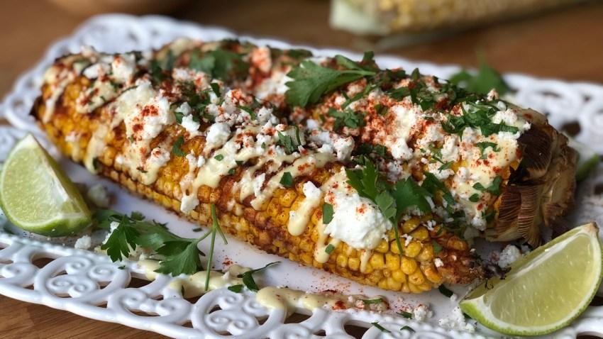 Καλαμπόκια στον φούρνο με σάλτσα αβοκάντο & φέτα