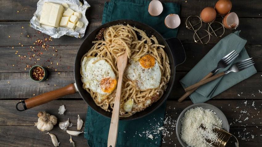 Μακαρονάδα με σκόρδο & τηγανητά αυγά, σκέτος πειρασμός
