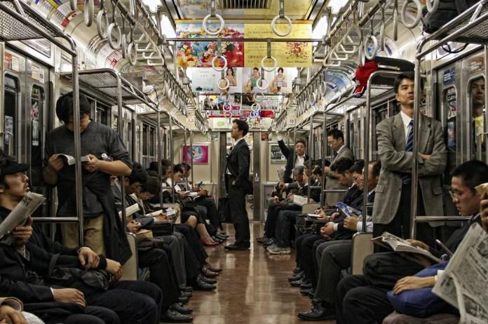 外国人の疑問 なんで日本人は電車で老人に席を譲らないの?