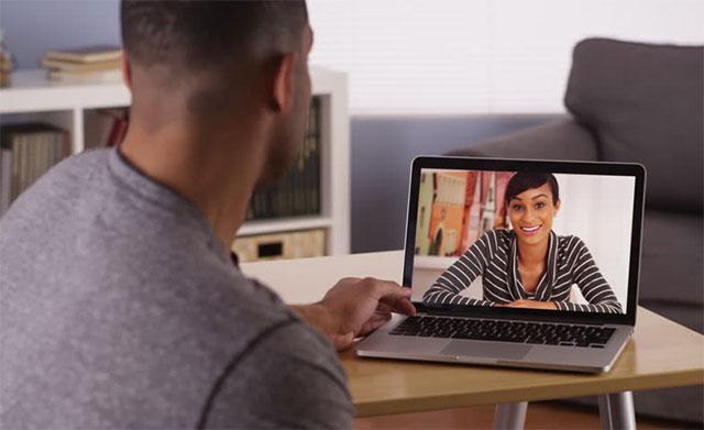 Black-couple-long-distance-relationship · Madam Money®
