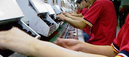 workers-inserting-keys