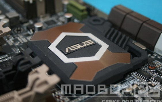 Review: Asus Sabertooth 990FX R2.0