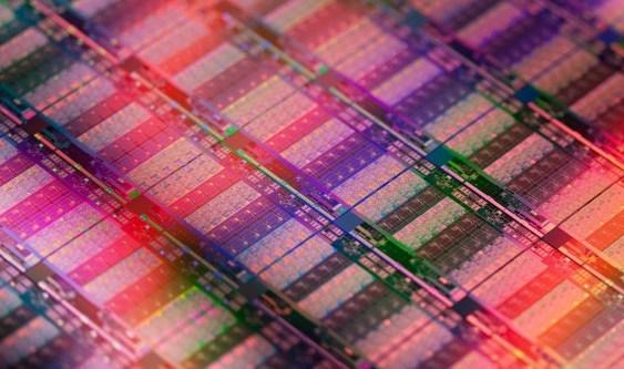 """Intel lanza sus CPUs Xeon E7 v2 """"Ivy Bridge EX"""" de hasta 15 núcleos"""