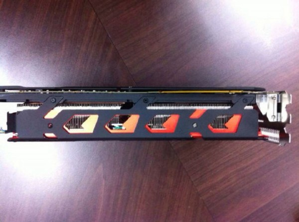 PowerColor_Radeon_R9295X2_Devil13_04