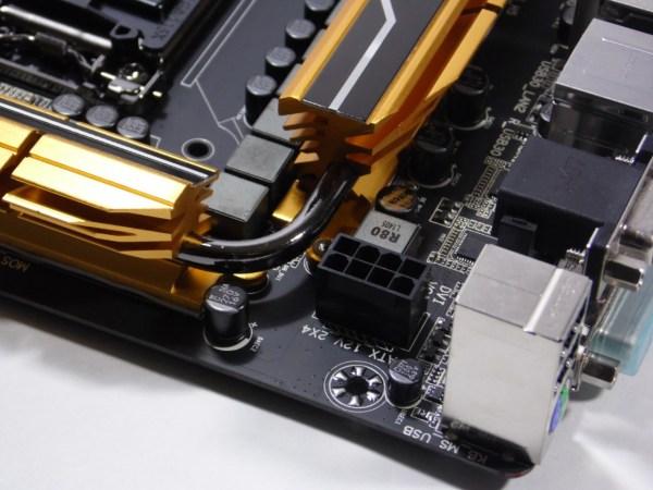 La Gigabyte GA-Z97X-UD5H solo dispone de un conector de 8 pines para CPU, localizado en la esquina superior izquierda de la placa madre.