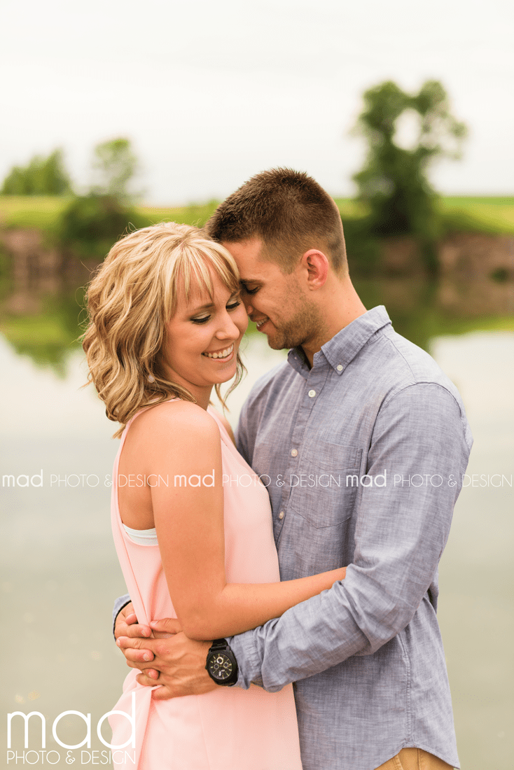 Mad Photo and Design Sioux Falls engagement photographer Arrowhead Park