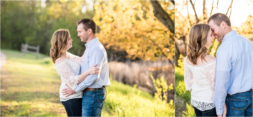 couple engagement photos at sunset