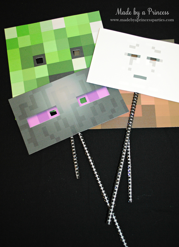 Ultimate Minecraft Birthday Party photo booth props are easy to make #minecraft #minecraftparty #minecraftbirthday #bestboyparty