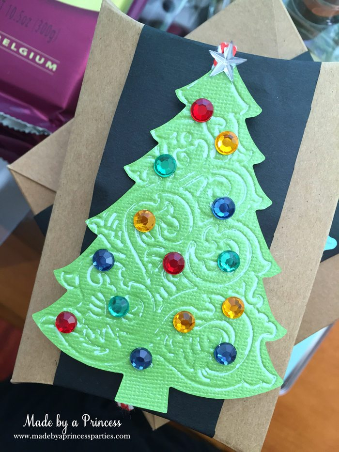 sizzix festive blog hop wrapping paper gift tags green tree