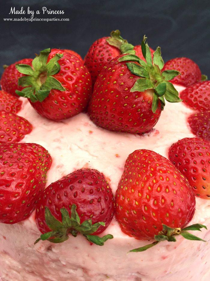 trawberry lemonade cake cream cheese frosting fresh berries