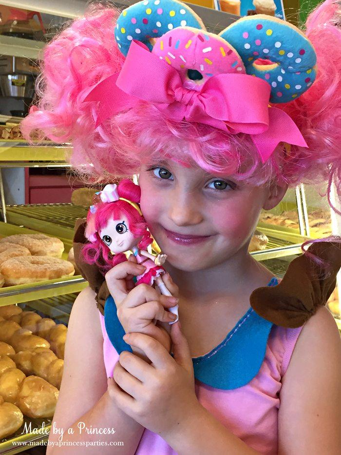 diy-shopkins-shoppie-halloween-costume-donatina-looks-just-like-her-doll-version