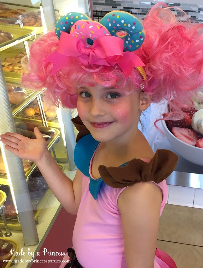 diy-shopkins-shoppie-halloween-costume-donatina-showing-her-donuts-in-the-donut-case