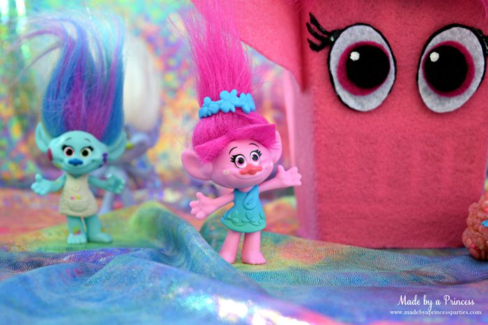 trolls-movie-princess-poppy-popcorn-box-party-with-harper-and-rainbow-fabric