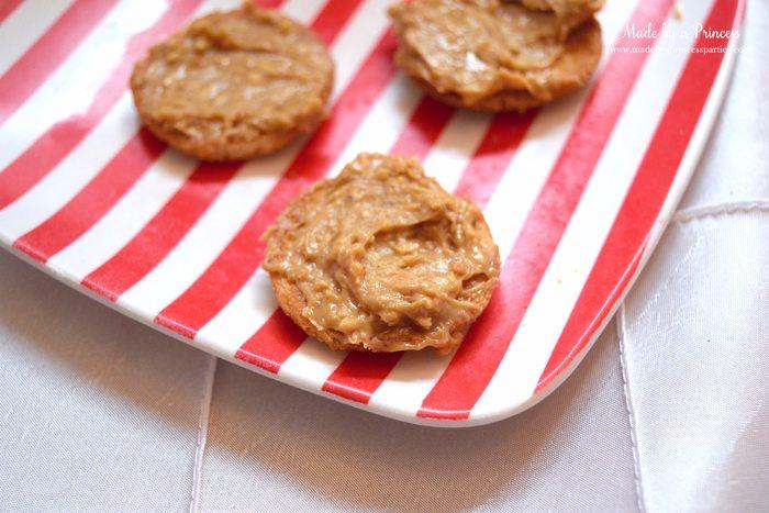 peanut-butter-marshmallow-fluff-cookies-plate-of-peanut-butter-side