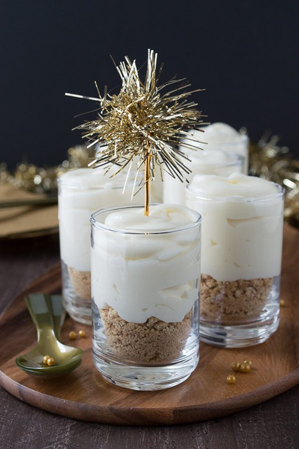 bubbly-champagne-recipe-cocktail-ideas-white-chocolate-champagne-cheesecake-shooters