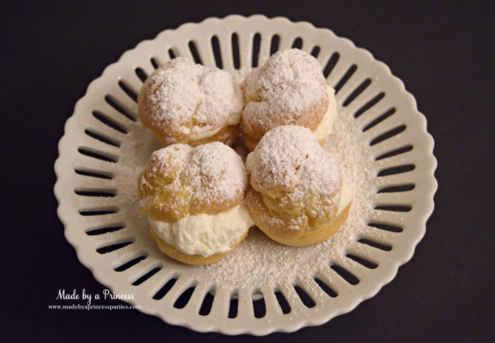 easy-champagne-cream-puffs-recipe-with-powdered-sugar