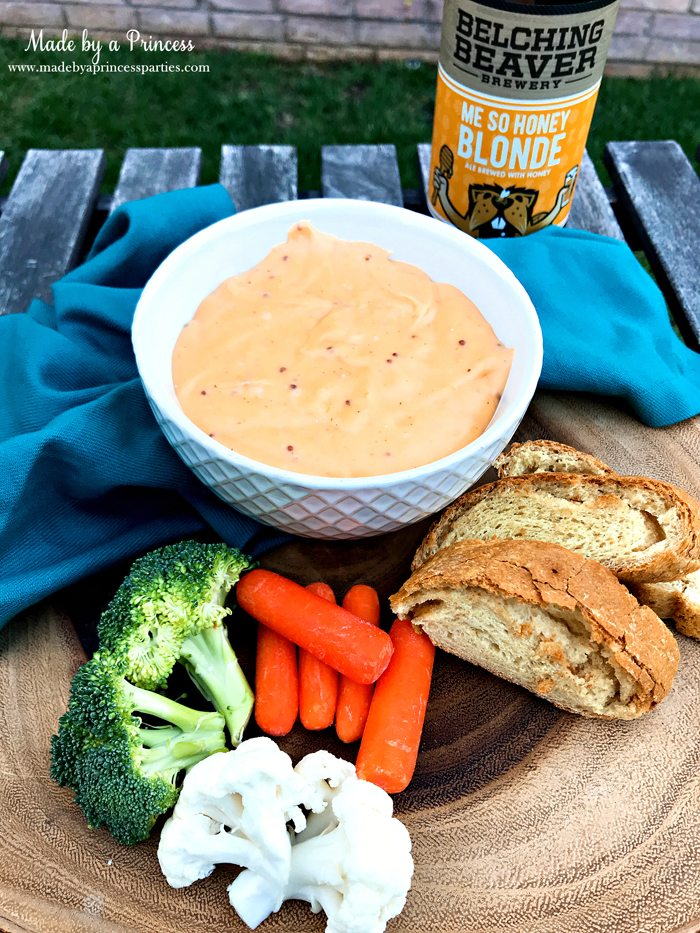 Creamy Beer Cheese Dip Recipe served with fresh bread and veggies @madebyaprincess #beerdip #beercheesedip #footballsnacks #gamedaysnacks