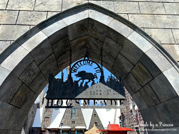 Welcome to Hogsmeade sign in Wizarding World of Harry Potter