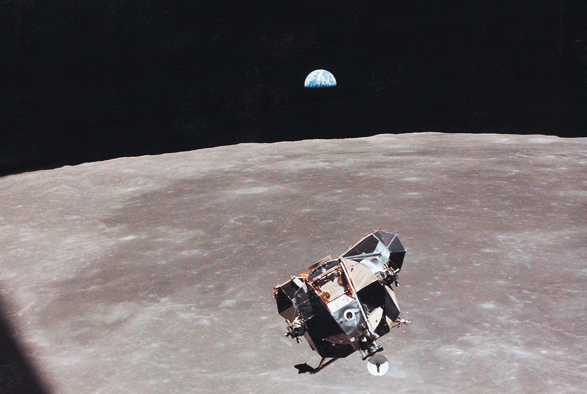 Lunar module leaving the lunar surfance