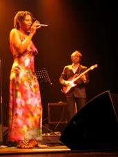 kleed fotoprint zangeres Tutu Puoane