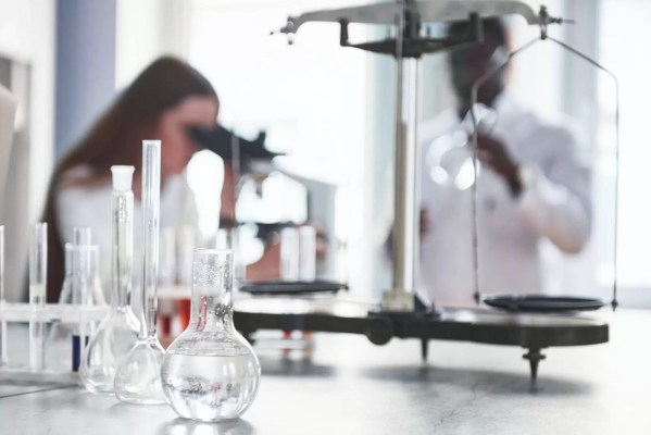 Laboratory laboratories conduct experiments in the chemical laboratory