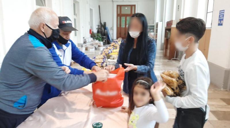 Pompei, beni essenziali ai bisognosi: «Così Bartolo Longo è sempre vicino a noi»