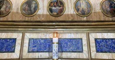 In Santuario un cero per Papa Francesco: Pompei in preghiera per il viaggio apostolico in Iraq