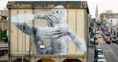 """Il murale di Francisco Bosoletti a Pompei: si intitola """"Attimo"""" ed è ispirato alle vittime del Vesuvio"""
