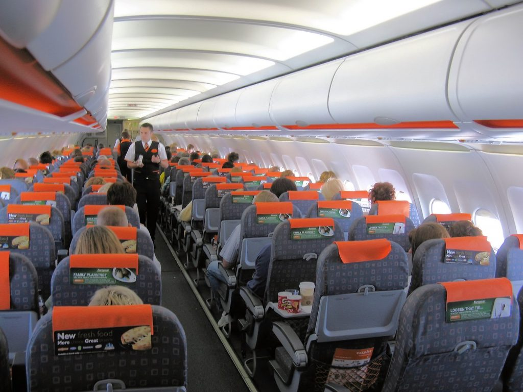 Easyjet_a319_interior_in_flight_arp (1)