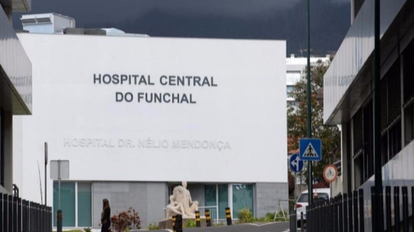 DOZENS OF PATIENTS WAITING TO BE SEEN IN THE EMERGENCY ROOM OF DR. NÉLIO MENDONÇA HOSPITAL