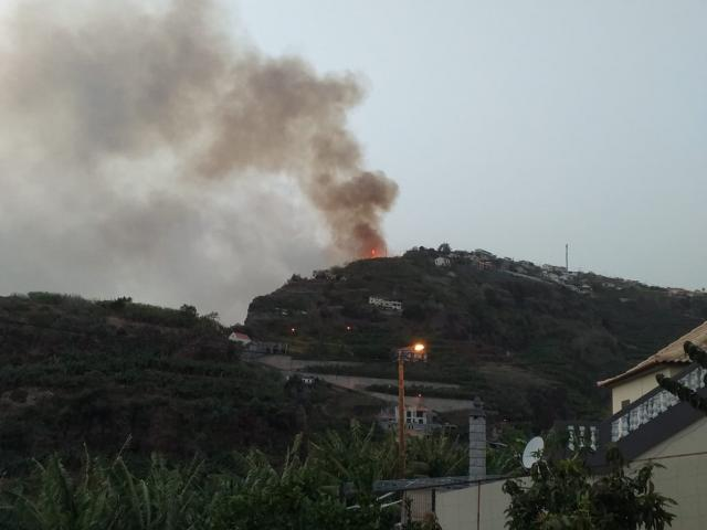 PONTA DE SOL: FIRE IN QUEBRADAS AND ON THE ANJOS SITE WORRY FIREFIGHTERS