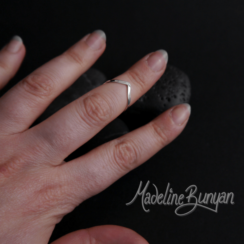 Wishbone Chevron Ring, Sterling Silver Size K, small ring, mid-knuckle ring, mid finger, midi, Pinkie