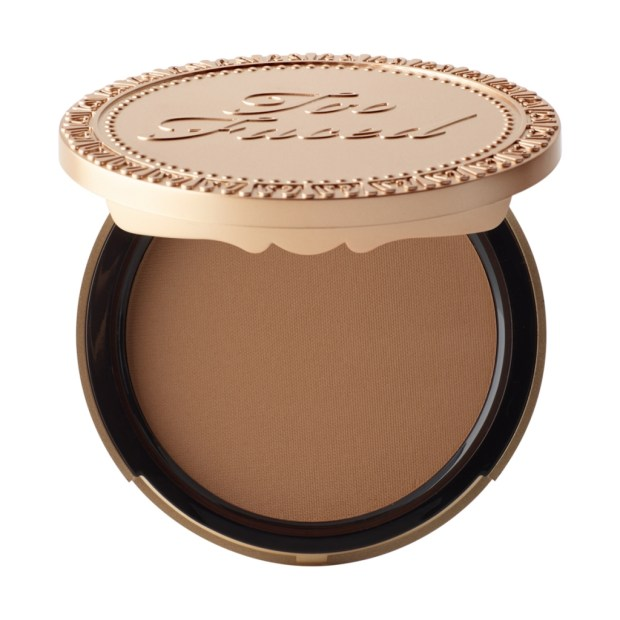 glossybox too faced_chocolate_bronzer_mademoiselle-e