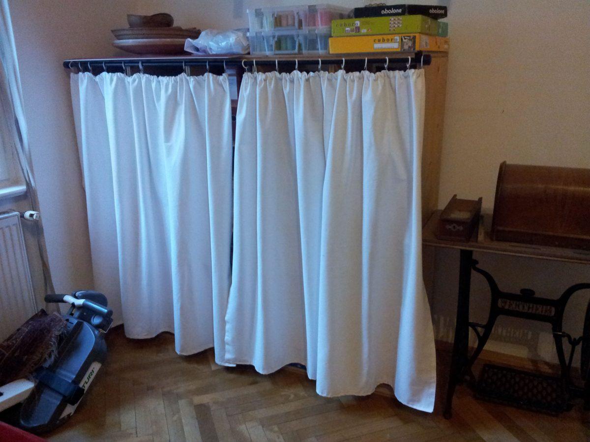 Regal Vorhang