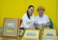 Elena Lorenz (links) mit Dolmetscherin.