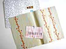 Christiane hat Kuvert, Blatt und Karte drei Mal unterschiedlich gemustert mit Gräsern, und sogar das Papier selbst geschöpft! Sie hat sehr viel ausprobiert und das super beschrieben in ihrem ausführlichen Bericht.