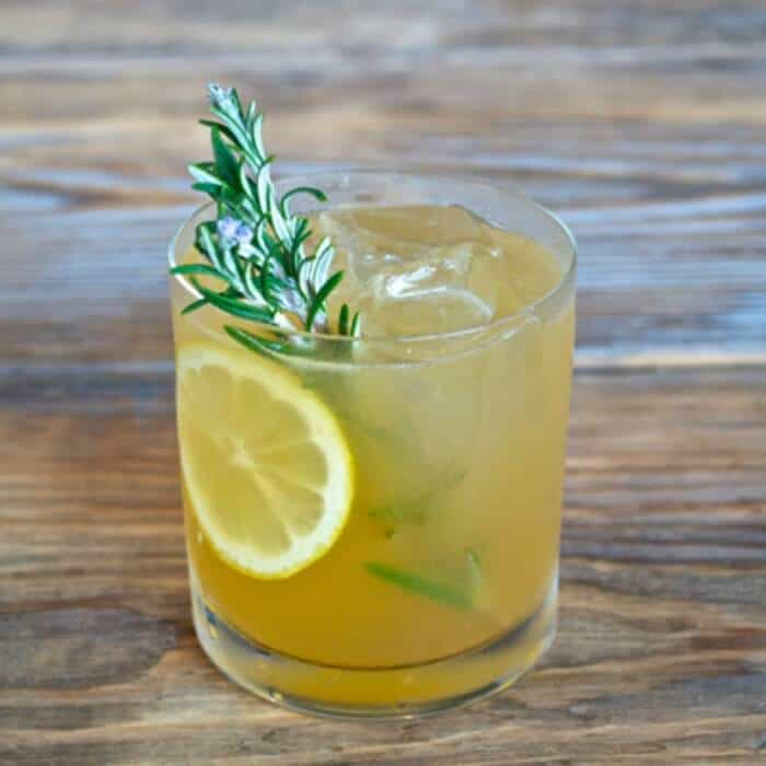 Rosemary Maple Bourbon Sour | 20+ Fall Cocktail Recipes | Holiday Entertaining with Fall Recipes | Pumpkin, apple and cinnamon cocktails | www.madewithHAPPY.com