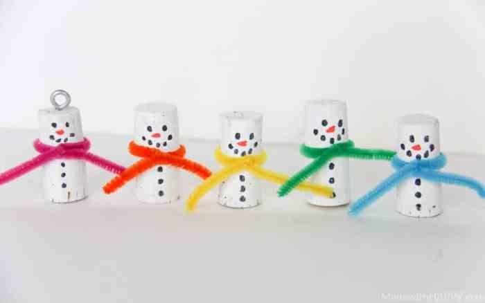 Wine Cork Ornaments   Cork Snowman Ornaments   Kids Snowman Crafts   Christmas Cork Crafts   Snowman Kids Crafts   Kids Cork Crafts   Winter Crafts for Kids   www.madewithhappy.com