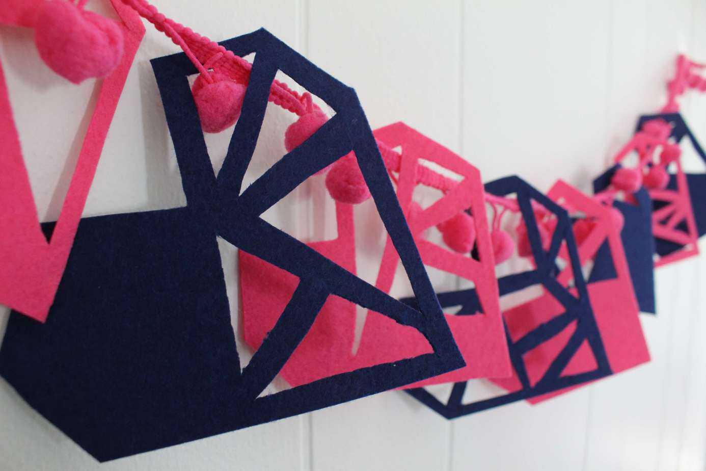 diy geometric valentines garland valentines crafts geometric hearts wwwmadewithhappycom