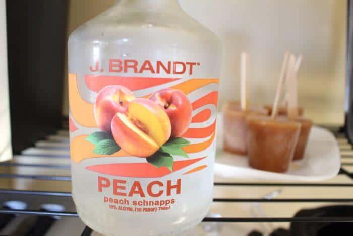 Boozy Peach Tea Popsicles | Boozy Peach Tea Popsicles | Peach Tea Cocktail Popsicles | www.madewithhappy.com