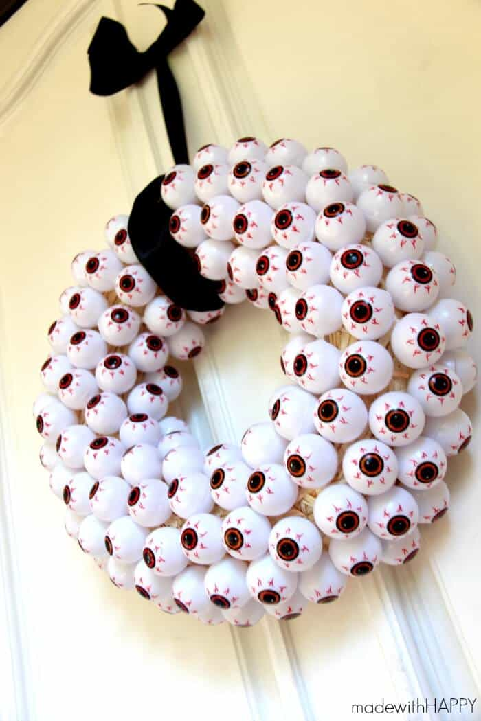 Eyeball Wreath | Inexpensive Halloween Decorations | Halloween Crafts on a dime | www.madewithHAPPY.com
