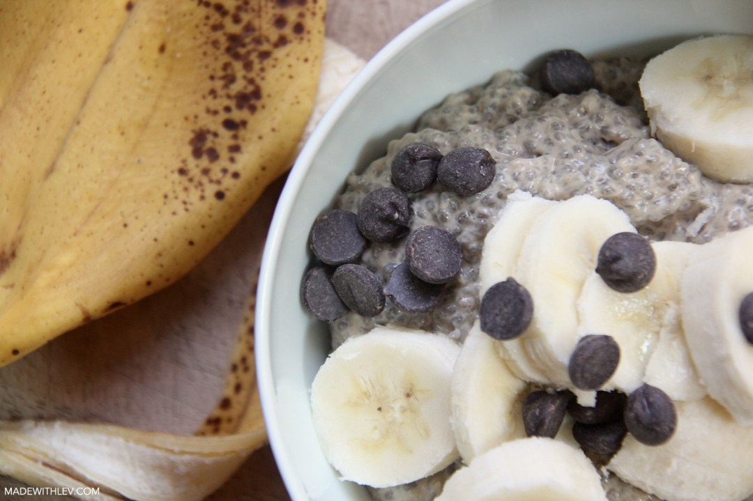 Peanut Butter Chia Pudding // Satisfy those sweet cravings with this deliciously sweet and satisfying peanut butter chia pudding. Eat it for breakfast, grab it and go for a healthy snack, or savor it for dessert. It's sure to please whichever way you choose.