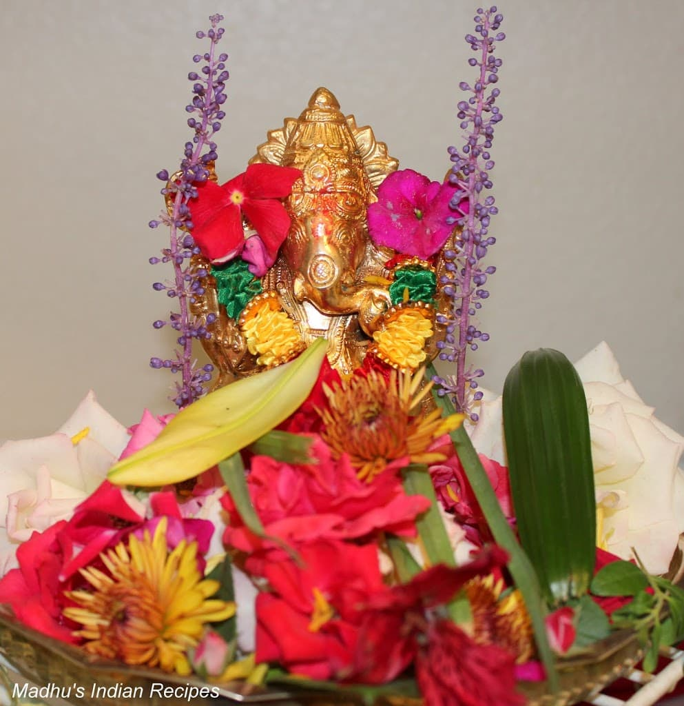 Ganesh chaturthi flowers may flower blog - During Ganesha Chaturthi Friends And Family All Called In The Evening For Mangalarthi And Are Given The Thambulam And Prasadam