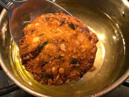 masala vada ready to serve