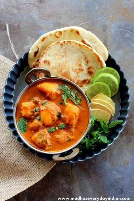 vegan mango curry served with nan