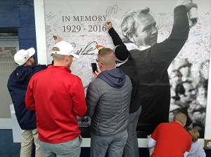 Arnie being signed off in style at Hazeltine