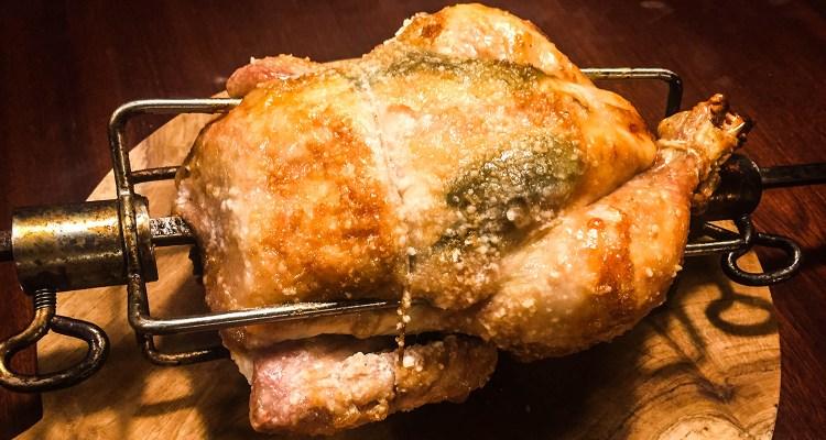 Snurrerundt-kylling. Grillet kylling på rotisserie