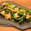 Stegt spinat med svampe og valnødder