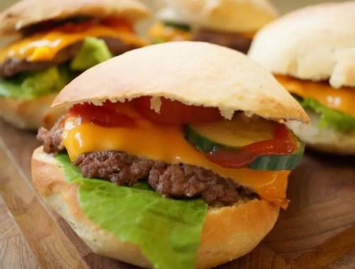 Hjemmelavede cheeseburgere